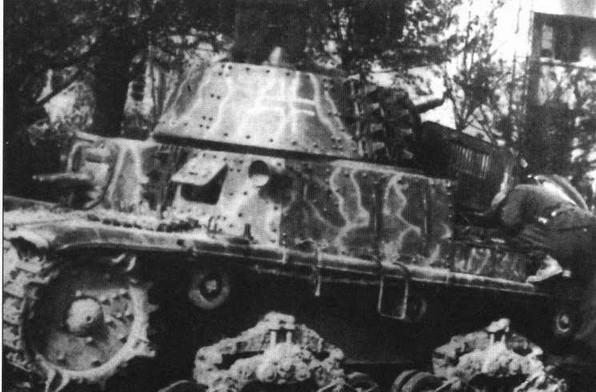 На фото справа и в центре — итальянские танки М15/42 использовались в составе 7-й дивизии СС «Принц Евгений» против партизан на Балканах и в Северной Италии