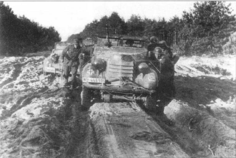 На российских дорогах было нелегко и полноприводному Ford/Marmon- Herrington. На этой машине установлен пулемет MG34