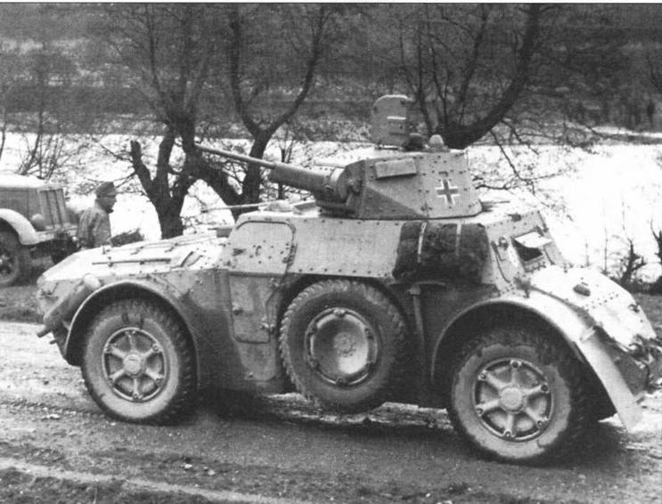 Итальянский бронеавтомобиль Autoblinda АВ 41, эксплуатирующийся в одной из частей Вермахта. Восточный фронт, 1944 год