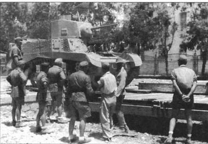 Один из первых танков «Стюарт», захваченный немцами у англичан в ноябре 1941 года, перед штабом генерала Роммеля. Северная Африка, январь 1942 года