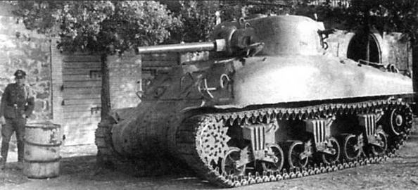 Трофейный американский танк М4А1 из состава 3-й моторизованной дивизии Вермахта. Италия, 1944 год