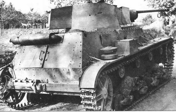 Брошенный без каких-либо видимых повреждений легкий танк 7ТР. Польша, 1939 год. Этот танк выпускался в двух вариантах: двухбашенном и однобашенном. Вермахтом ограниченно использовался только второй вариант, вооруженный 37-мм пушкой