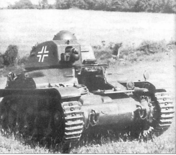 Трофейные французские танки Renault R35 поначалу использовались Вермахтом в своем первоначальном виде, без каких-либо изменений, за исключением новых окраски и опознавательных знаков