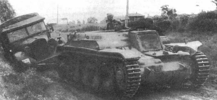 Часть трофейных танков R35 была переделана в артиллерийские и эвакуационные тягачи. Обращает на себя внимание войсковая переделка — рубка механика- водителя