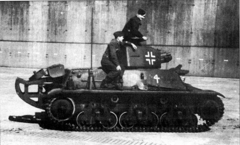 Трофейный танк 38H(f) одной из частей Люфтваффе. Машина вооружена 37-мм пушкой SA18, оборудована «хвостом» и радиостанцией