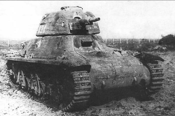 Трофейный немецкий танк 38H(f) на НИБТПолигоне в Кубинке. 1945 год. Обращает на себя внимание то, что эта машина покрыта «ц иммеритом»