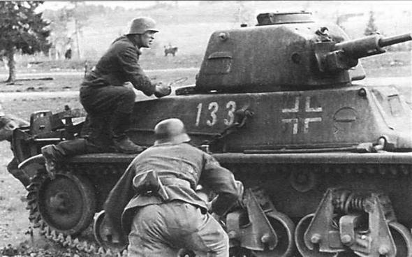 Легкий танк 38H(f) во время учебных занятий в одной из частей Вермахта на территории Норвегии. 1942 год