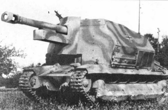 105-мм самоходная гаубица на базе трофейного французского танка FCM.
