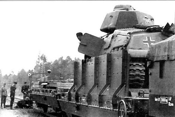 Танк S35 на платформе бронепоезда № 28. Хорошо видно броневое прикрытие ходовой части танка