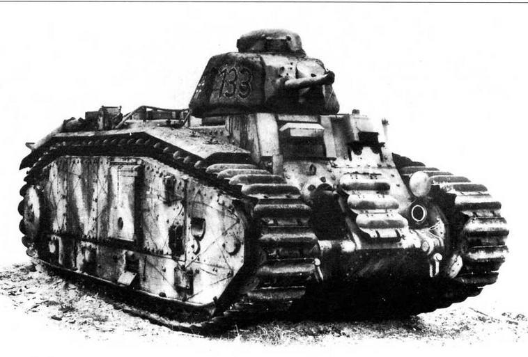 Серийный огнеметный танк B2(F1) из состава 213-го танкового батальона. Хорошо видны установка огнемета и смотровой прибор стрелка- огнеметчика