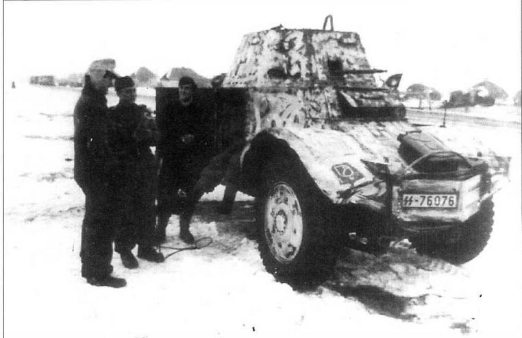 Радиомашина на базе Panhard 178(f) из состава 1-й танковой дивизии СС «Лейбштандарт Адольф Гитлер». Вместо башни машина оснащена неподвижной рубкой, в лобовом листе которой установлен пулемет МС34