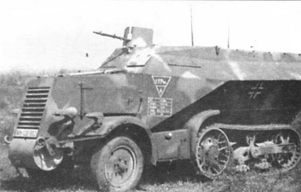 Легкие бронетранспортеры U304(f). Вверху — штабной бронетранспортер с двумя радиостанциями,