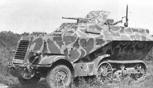 Машина командира роты, вооруженная 37-мм противотанковой пушкой Рак 36 и пулеметом MG34 на зенитной установке