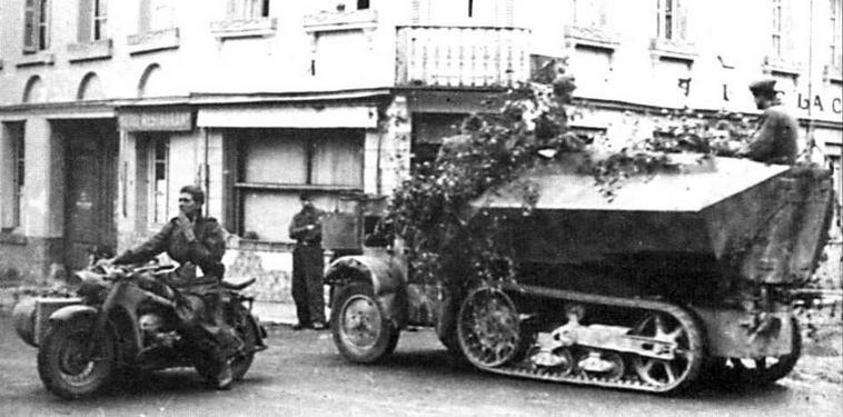 Бронетранспортер U304(f) по пути к линии фронта. Нормандия, 1944 год