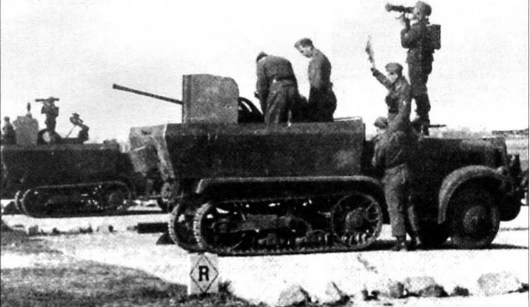 Батарея полубронированных ЗСУ на шасси U304(f) во время отработки учебно-боевой задачи. Франция, 1943 год