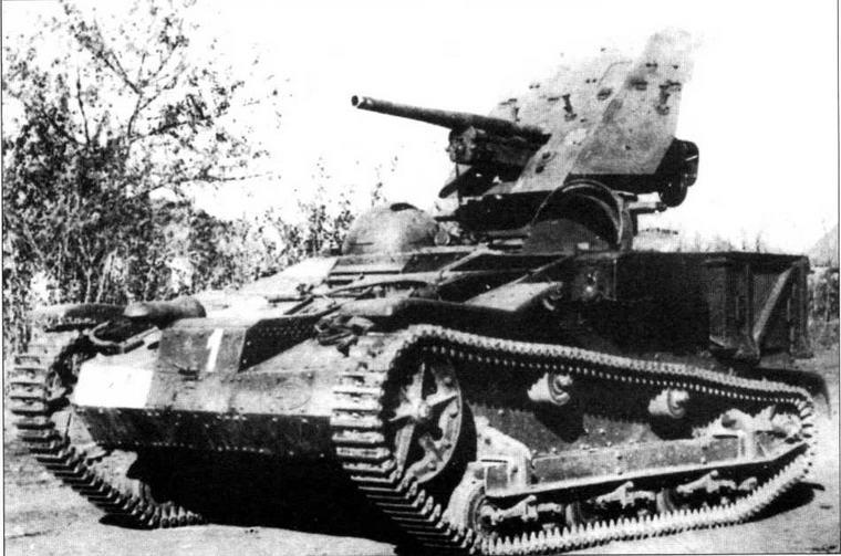 Наиболее удачный вариант переделки французского легкого тягача Penault UE(f) — самоходная артиллерийская установка, вооруженная 37-мм противотанковой пушкой Рак 36