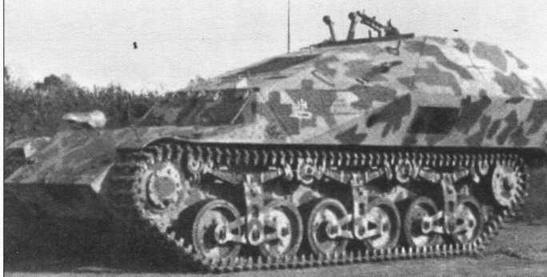 Машина передовых артиллерийских наблюдателей, подвижной командный пункт на базе артиллерийского тягача Lorraine-S(f). 30 таких машин поступили на вооружение артиллерийских батарей, укомплектованных самоходными орудиями на базе этого французского тягача