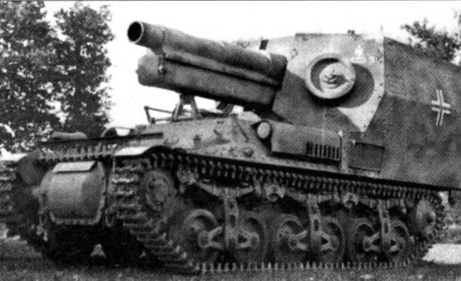 150-мм самоходная гаубица 15-cm-sFH 13/1 на базе артиллерийского тягача Lorraine-S(f). На передних стенках броневой открытой сверху рубки навешены запасные опорные катки