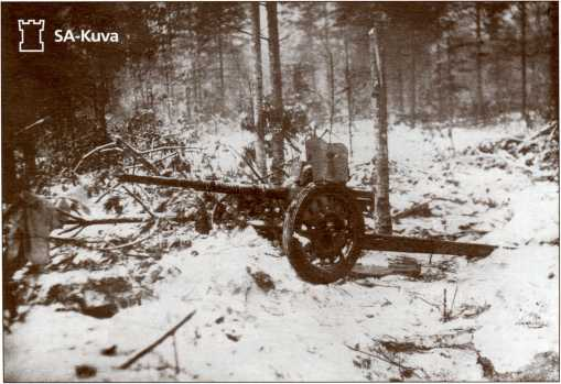 Уничтоженная финская <a href='https://arsenal-info.ru/b/book/1671492103/2' target='_self'>противотанковая пушка</a> Гочкиса калибра 25 мм, прозванная финнами «Марианна».