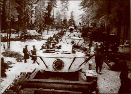 Колонна 20-й <a href='https://arsenal-info.ru/b/book/1523244298/21' target='_self'>танковой бригады</a> на Карельском перешейке, декабрь 1939 года.