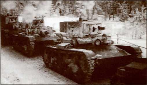 Колонна огнеметных ХТ-130 на Карельском перешейке.