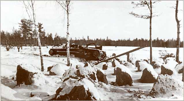 Т-28 из взвода Груздева, наехавший на фугас и уничтоженный взрывом.