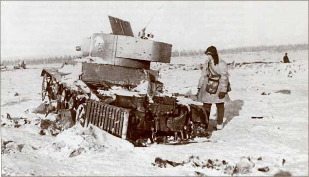 Подбитый телетанк из 217-го отдельного танкового батальона. Обратите внимание на двухцветный камуфляж (АСКМ).