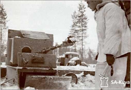 Огнемет и пулемет танка ХТ-26. Танк захвачен финнами.