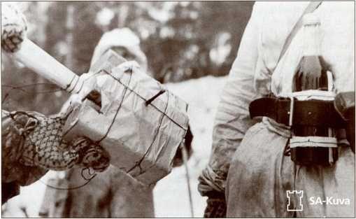 Бутылка с зажигательной смесью и самодельная противотанковая граната-основное оружие финских«бомбистов»(охотников за танками)на Зимней войне.