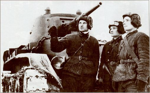 Командир танка БТ-7 ставит экипажу боевую задачу (АСКМ)