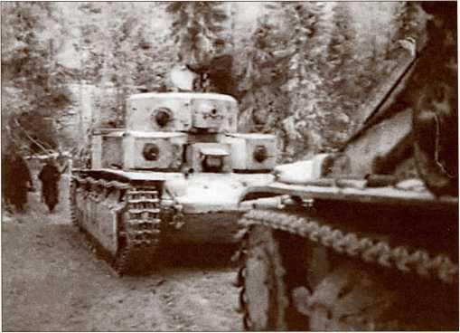 Т-28 на марше к исходным позициям для наступления. Кадр из кинохроники.