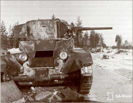 Захваченные финнами БТ 34-й легкотанковой бригады.