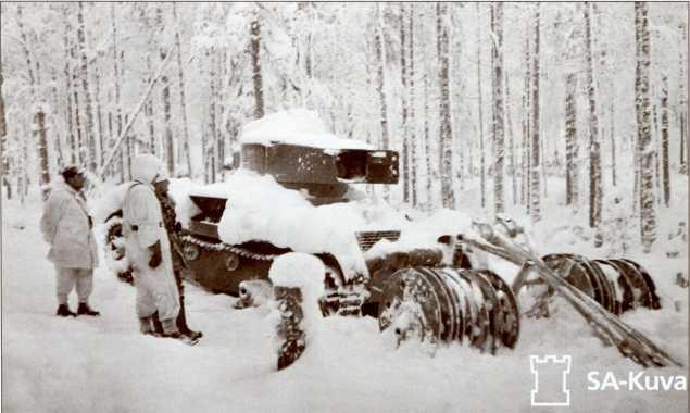 Захваченный финнами Т-26 с дисковым тралом. Севернее Ладоги.