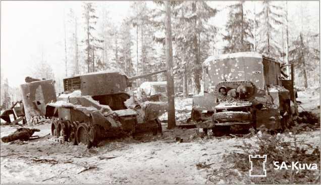 Захваченный БТ и заправщик 34-й легкотанковой бригады.