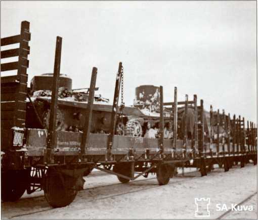 Захваченная советская бронетехника направляется в тыл.