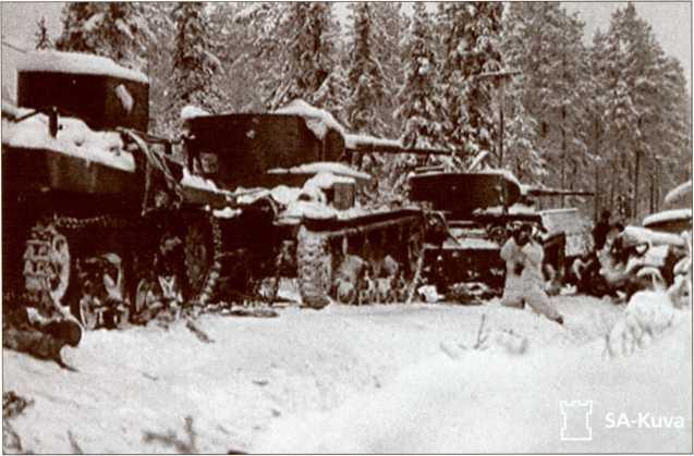 Захваченные танки из состава 44-й стрелковой дивизии.