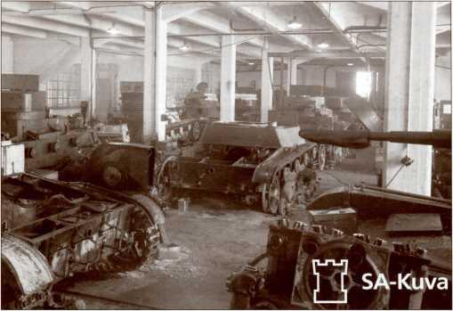 Завод по ремонту трофейной бронетанковой техники в Варкаусе.
