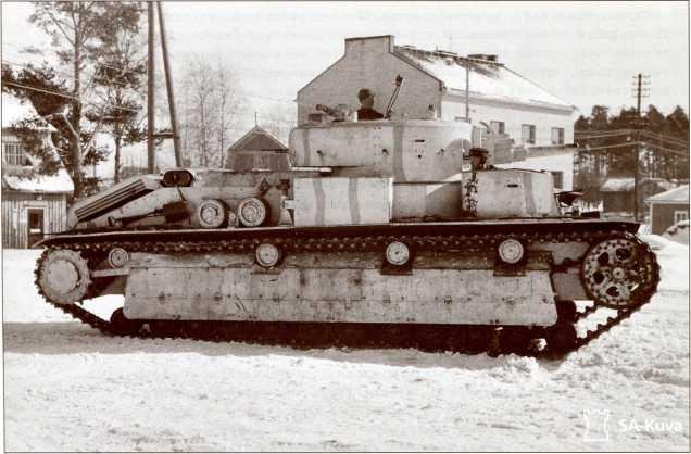 Этот Т-28 уже перекрашен в камуфляж финской армии, но на фронт до окончания Зимней войны он не попал.