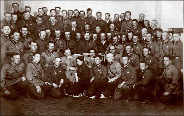 В апреле 1940 года в Таврическом дворце М. И. Калинин наградил правительственными наградами большую группу танкистов, отличившихся в боях Зимней войны.