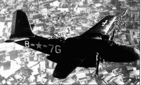 В начале 1944 года три группы А-20 прибыли в Англию для усиления 9-го воздушного флота перед началом высадки союзников в Европе. Это были 409-я. 410-я и 416-я группы, каждая из которых имела свои метки на хвосте и кодовые обозначения на фюзеляже. Желтый хвост и код 7G указывал на 64I- ю эскадрилью 409-й группы.