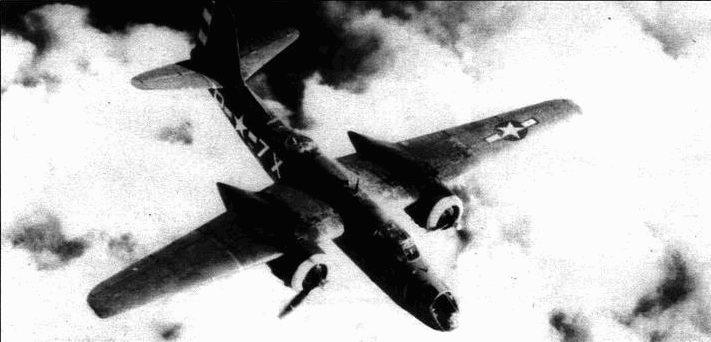 Черно-белые полосы на руле направления иногда повторялись на капоте двигателей. Код 7Х на фюзеляже указывает на 645-ю эскадрилью.