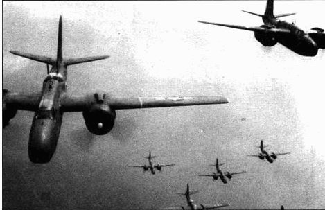 Эти A-20G из 416-й группы направляются к Франции в первый день операции «Оверлорд». Можно разглядеть на фюзеляже код 5С, который указывает на 671-ю эскадрилью.