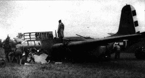A-20G-35 имеет серьезные повреждения носа, фюзеляжа, двигателей и крыльев. Скорее всего, тот самолет пришлось отправить на слом.