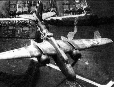 Вскоре после высадки союзников в Нормандии, с самолетов убрали черно-белые полосы, так как они заметно облегчали работу немецким наводчикам.