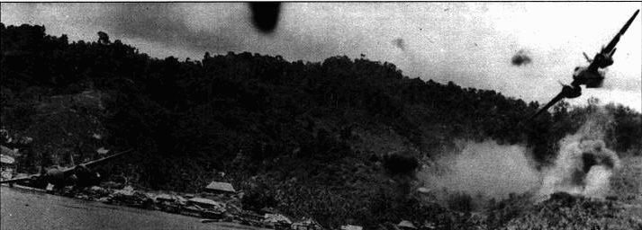 Атаки на бреющем полете были особенно опасны. 22 июля 1944 года этот А-20, пилотированный лейтенантом Джеймсом Кнарром, был сбит в районе Кокая в Новой Гвинее, Бомбардировщик рухнул в пролив. Сам Кнарр и его стрелок штаб-сержант Чарльз Речли погибли.
