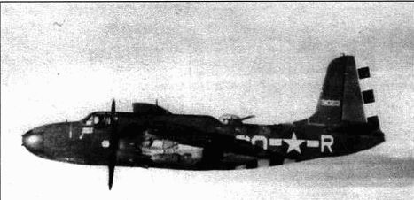 A-20G-35 из 647-й эскадрильи летит над плотными облаками. В таких условиях необходим ведущий самолет, оборудованный дополнительным навигационным оборудованием.