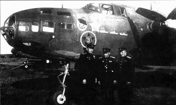 A-20G-35-DO (43-10067), 51-й МТАП, Балтийский флот. Слева направо: капитан Ф.Т. Преккин (штурман), майор Ф. Орленко (пилот), мл. лейтенант В.В. Быков (стрелок-радист).
