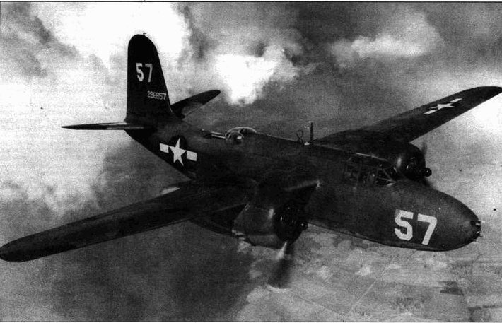 «Дуглас А-20 Хавок» был одним из лучших самолетов Второй Мировой войны с точки зрения аэродинамики. Этот A-20G-20 несет шесть 12,7-мм пулеметов, два пулемета в турели и две тонны бомб. Самолет мог пролететь до полутора тысяч километров со скоростью около 500км/ч. Самолет отличался хорошей управляемостью и маневренностью. Самолеты этого типа сыграли заметную роль в войне, особенно велико их значение было в ее начале.