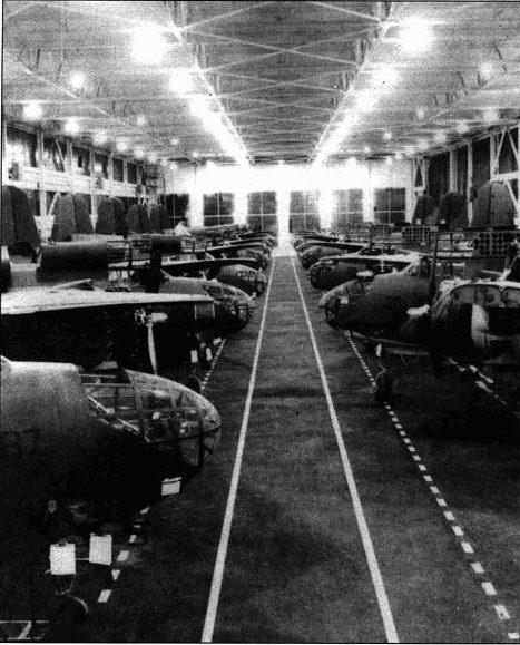 Основное производство самолетов «Дуглас» А-20 находилось в Санта-Монике. Тан было изготовлено 808 машин. «Боинг» по лицензии построил еще 140. Самолеты обоих производителей почти не различаюсь между собой. Имелись только небольшие особенности в разводке электрических кабелей и конструкции воздухозаборника карбюратора.