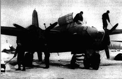 Хотя у A-20J был застекленный нос, они сохранили пару 12,7-мм пулеметов, поэтому при необходимости их можно было использовать в качестве штурмовиков. Иногда эти пулеметы снимали, чтобы облегчить машину. Этот A-20J летал в составе 410-й бомбардировочной группы 9-й воздушной армии.
